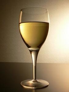 facet-wino-biale