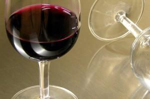 facet-wino-kieliszek
